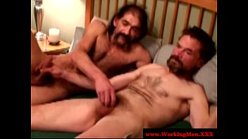 Ragazzi gay guys Mature gay guys up close barebacking