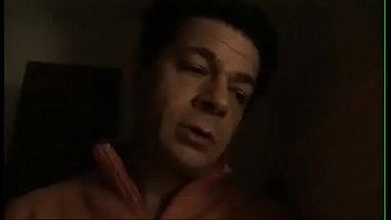 Padre ve dormir a su h. y pierde la cabeza