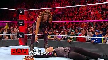 Alexa Bliss vs Mickie James. Raw 2017. thumbnail