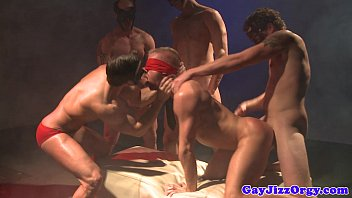 Christopher Daniels blindfolded at orgy 6分钟