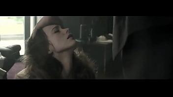 Stacy Martin - La Dame Dans L Auto Avec Des Lunettes Et Un Fusil