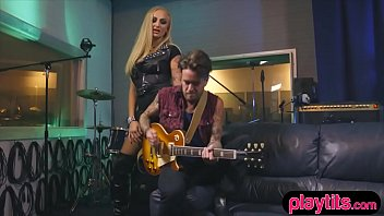 Punk singer chick fucked by the guitarist in a studio