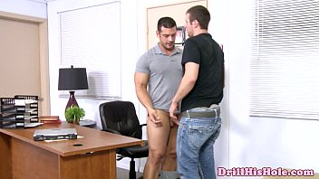 Gay men blowing themselfs - Well bulit top penetrates bottoms throat
