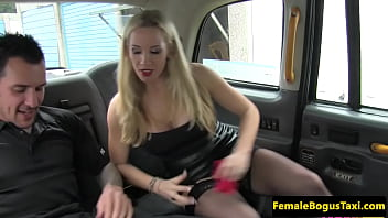 Busty cabbie in stockings dickriding client