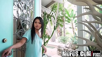 Mofos - Dont Break Me - Petite Asian Stuffed with Cock starring  Cindy Starfall