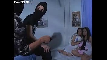 """ภาพยนตร์เรทอาร์ 18+ """"วัยร้ายปล้นรัก"""" โจรแสบสายเงี่ยน บุกข่มขืนที่บ้านตอนอยู่คนเดียว รุมโทรมโดนเย็ดหีสะเยิน"""
