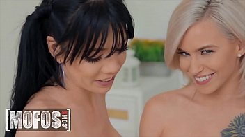 Threesome With Hot Babes (Kiara Cole, Leda Bear) - Mofos