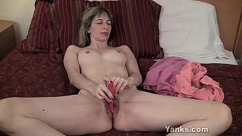 Clit squeeze - Yanks alice masturbating