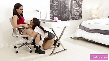 Dyke babe squirts on her stepsis face