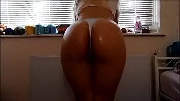 White Girl 6 Minute Oiled Ass Clap!