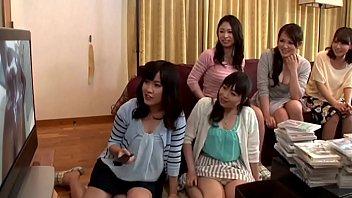 Japonesas ASSISTINDO NEGRO TOMAR BANHO 4 min