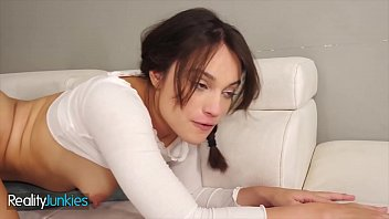 Robby Echo Had A Babysitter With Benefits Cute Babe (Liv Wild) - RealityJunkies 10分钟
