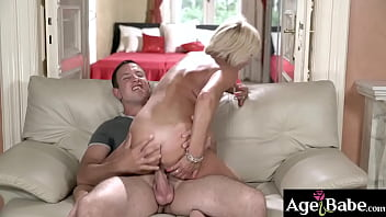 Hot blonde granny Diane Sheperd gets her bald pussy eaten out by Rob