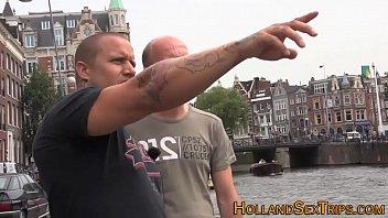 Dutch hooker swallows cum 10分钟