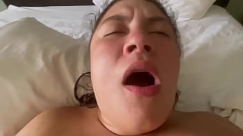 Thick Latina squirts with new toy after body massage. La Paisa moaning and cuming 10分钟