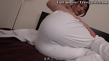 Massage girl seduces client and give him blowjob
