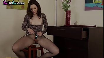 Ginger dyke strapon fucks squirting les after cunnilingus