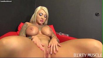 Sexy Blonde Muscle Porn Star with Big Tits Vorschaubild