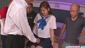 Schoolgirl Yura Kasumi is a hot japanese cum girl 8分钟