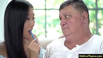 Asian Teen Who Like Older Man