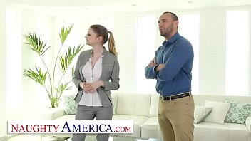 อาการต่อต้านค่อย ๆ ลดลงเรื่อย ๆ จนในที่สุดกลับกลายเป็นกอดบ่าไว้แน่น Naughty America -Bunny Colby knows how to sell a house by fucking the customer