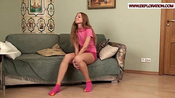 Hairy pussy being rubbed by Sima Redova