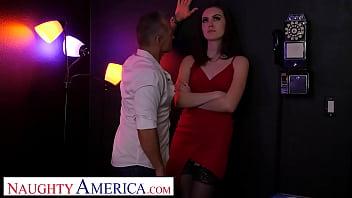 Naughty America - Freya Parker cheats on husband with old strip club boss 5分钟