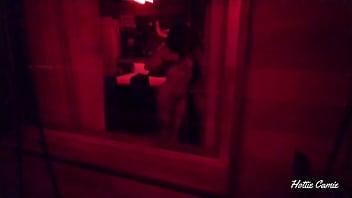 当她自慰时,我从卧室的窗户上记录了一个性感的女孩。