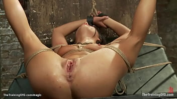 Strapped slut anal fucked by bbc 5分钟