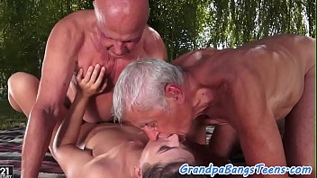 Cocksucking euro beauty banged by oldmen 6分钟
