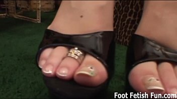 Lesbian sex freeno credit card - If you worship my feet i will give you a footjob