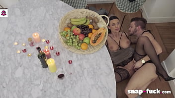 FRENCH MILF loves me, just wants a sweet date - I bang her anyway: ANIA KINSKI (France) - SNAP-FUCK.com 17分钟