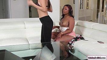 Brunette babe facesits ebony lesbian