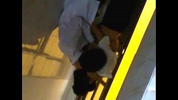 Clip nữ sinh lý nhân tông cuÌ€ng baÌ£n trai trong nhaÌ€ WC