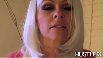 Cocktease Dyanna Lauren wanks off and dicked vigorously