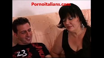 Mamma italiana scopa amico del figlio Italian mom fucks her son's friend