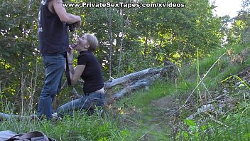 Sexy amateur girlfriend losing off jeans for outdoor fuck 6 min