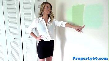Model realtor fucks handyman to relax her