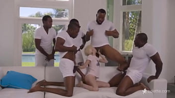 Blond doing sorruba with 5 gifted