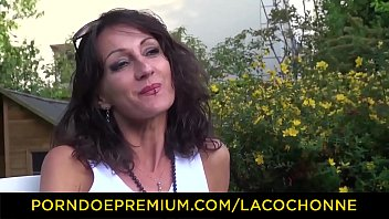 LA COCHONNE - Lyna gets fucked in the ass