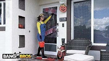 Sexy policewoman halloween - Bangbros - wheres brunos dick inside a pumpkin, waiting for evelin stone