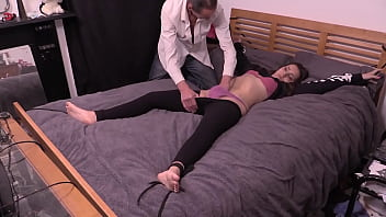 Petite Girl Bound To The Bed, Has Clothes Cut Off and Gets Fucked Hard By Older Guy With Big Cock 33分钟