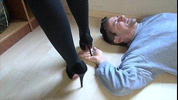 Haut talons femdom High heel trample