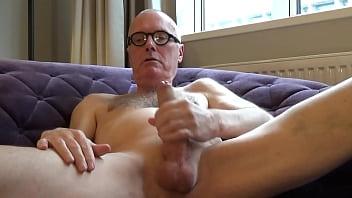 Ulf Larsen wank & ejaculate - XVIDEOS.COM