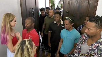 Haley Reed And Her Mom Kiki Daire Make Cum 12 Black Men 8分钟