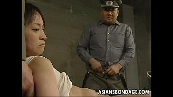 Japanese chick held down and stuffed with fat dicks 7分钟
