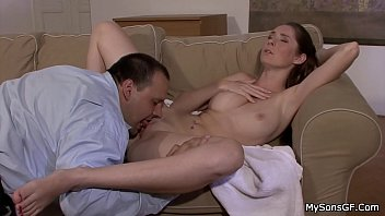 He tricks her into pussy licking and cock riding 6分钟