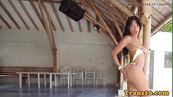 Booty latina tgirl tugging hard cock poolside - DickGirls.xyz