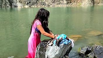 गाव की लड़कि कपड़ा धो रही थी तभी जाकर जबरदस्ती चोदा। उसका mms वीडियो लिक 12