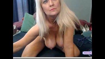 [moistcam.com] Mature opens up her big pussy! [free xxx cam]